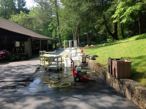 Pressure washer and kitchen equipment